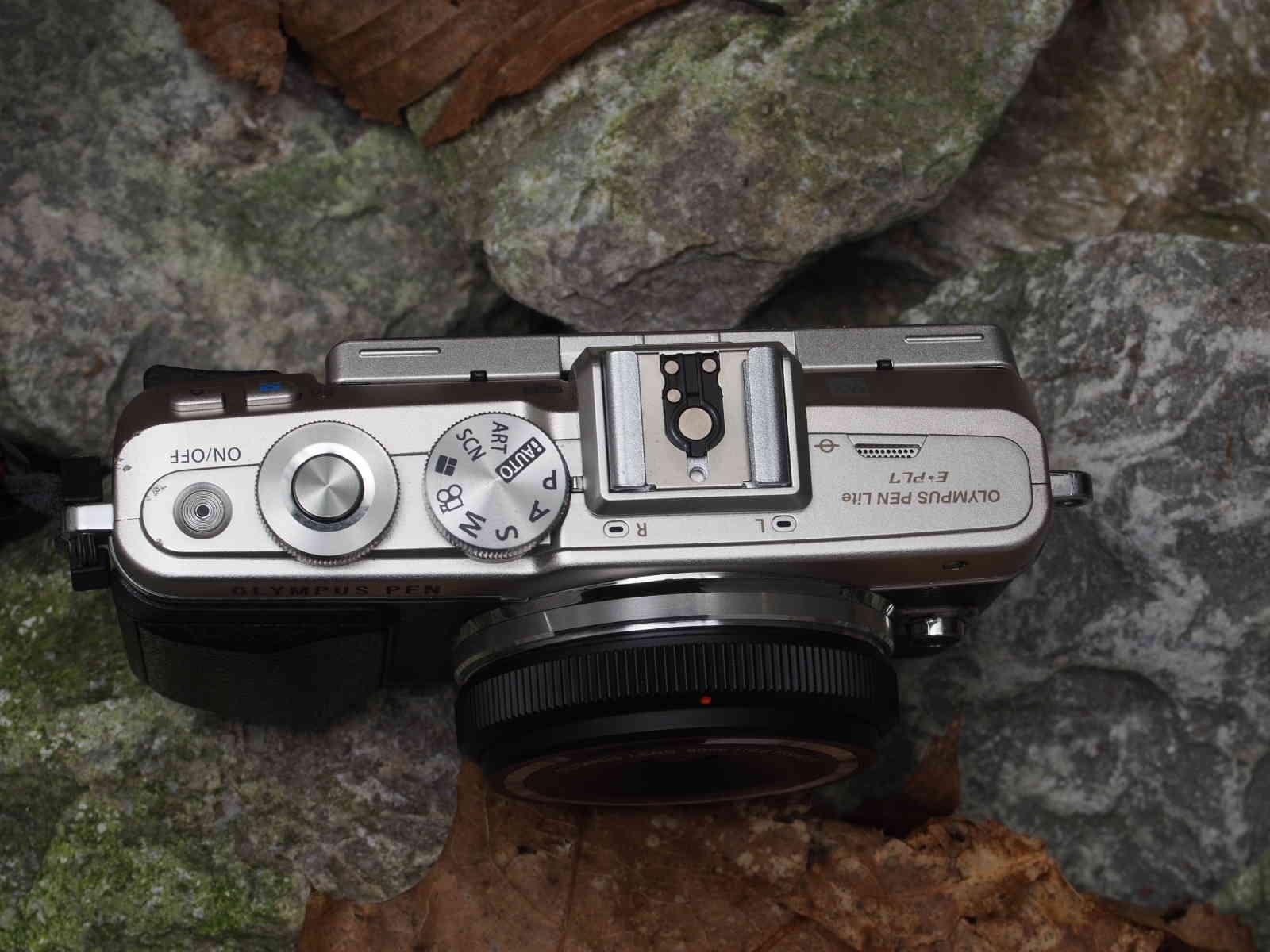 Olympus Body Lens Cap 9mm 1:8,0 an der PEN immer dabei