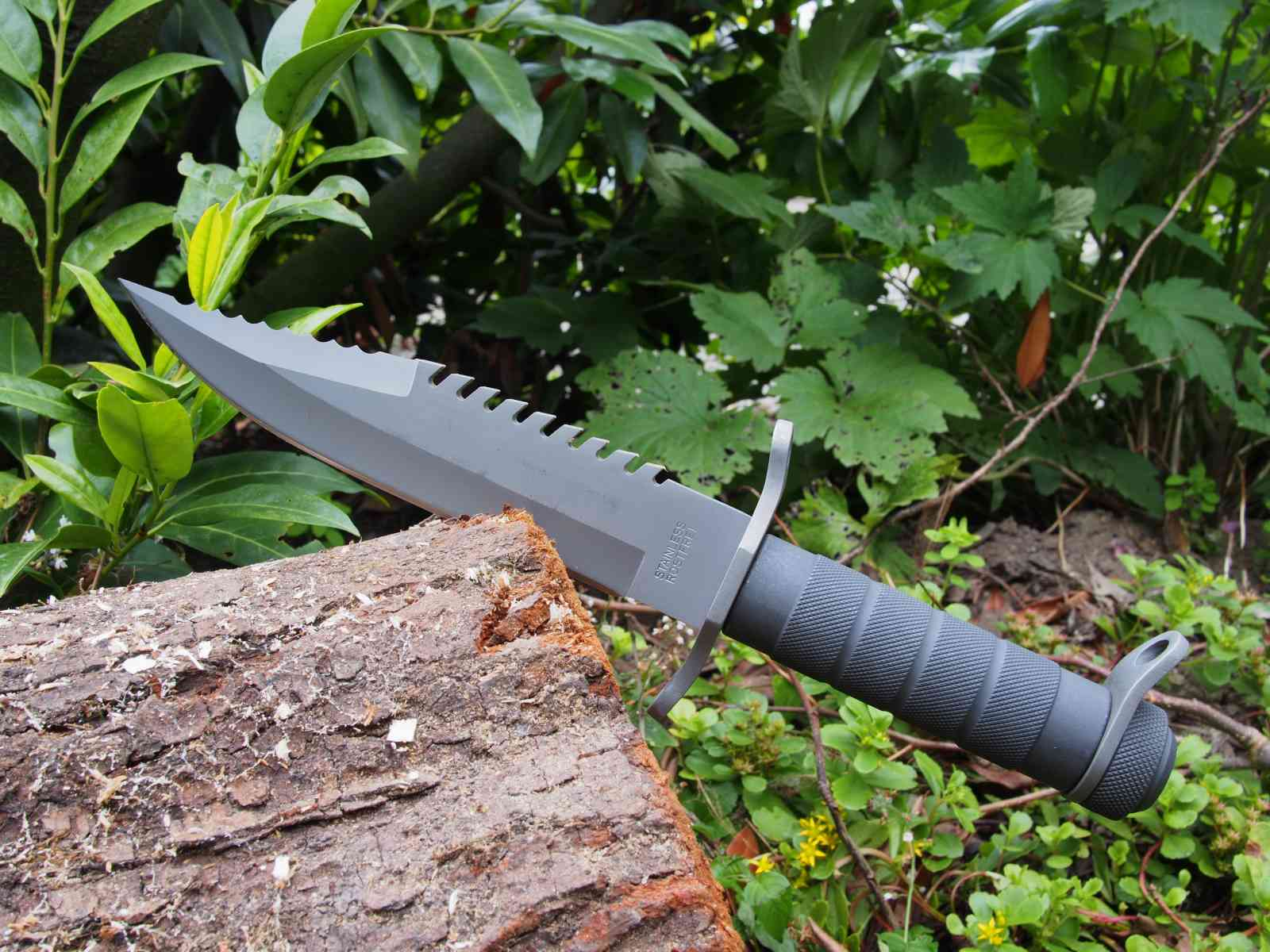 Herbertz Survival-Messer bei der Arbeit
