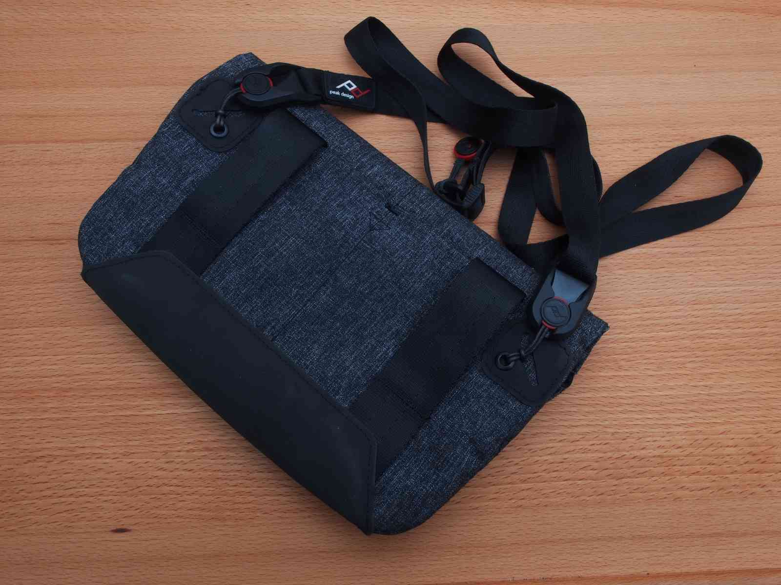 Peak Design Field Pouch mit Trgegurt