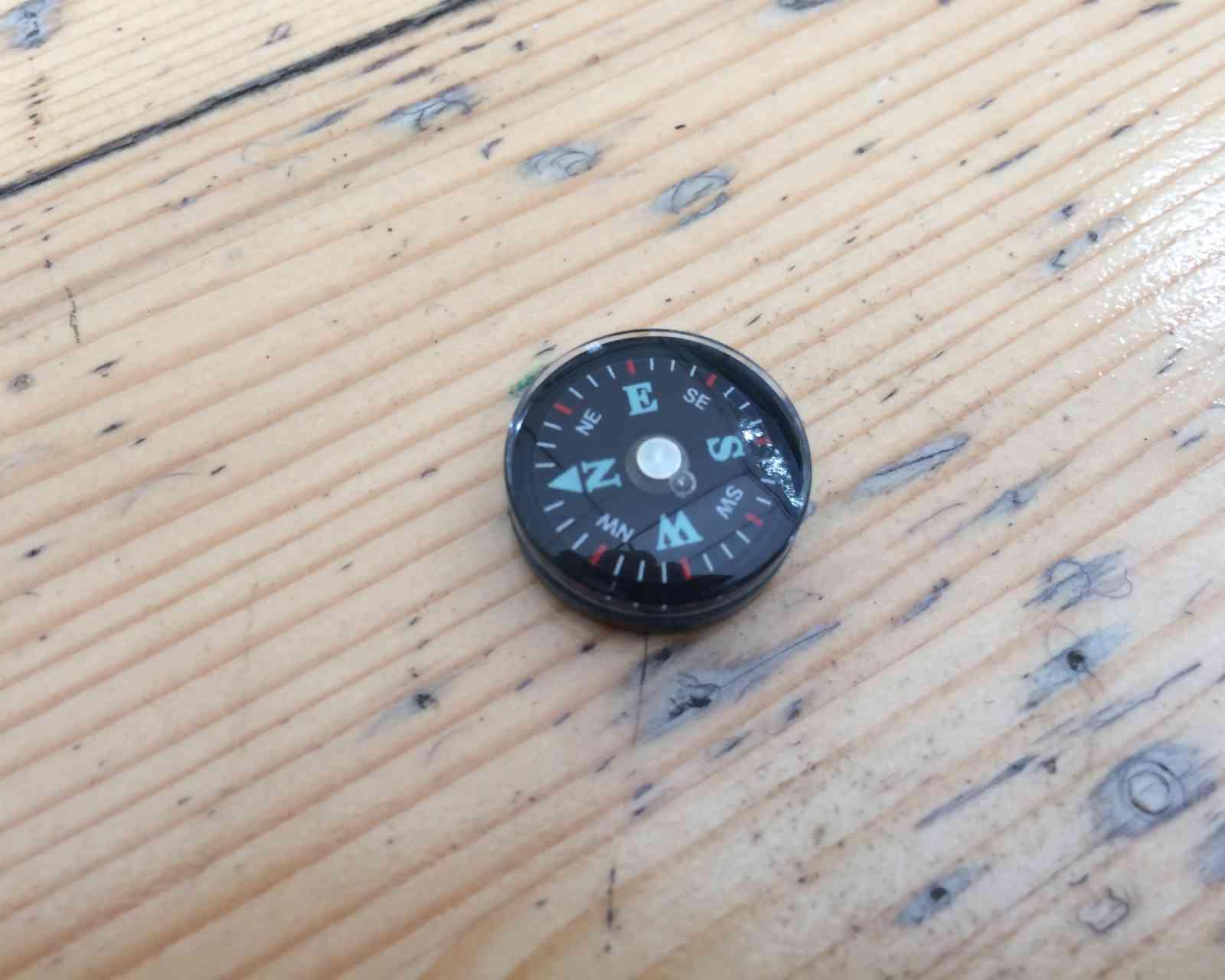 Unauffälliges EDC - Knopfkompass