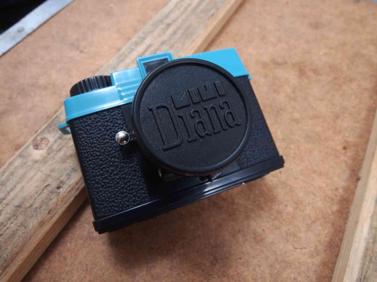 Diana Mini mit Objektivdeckel
