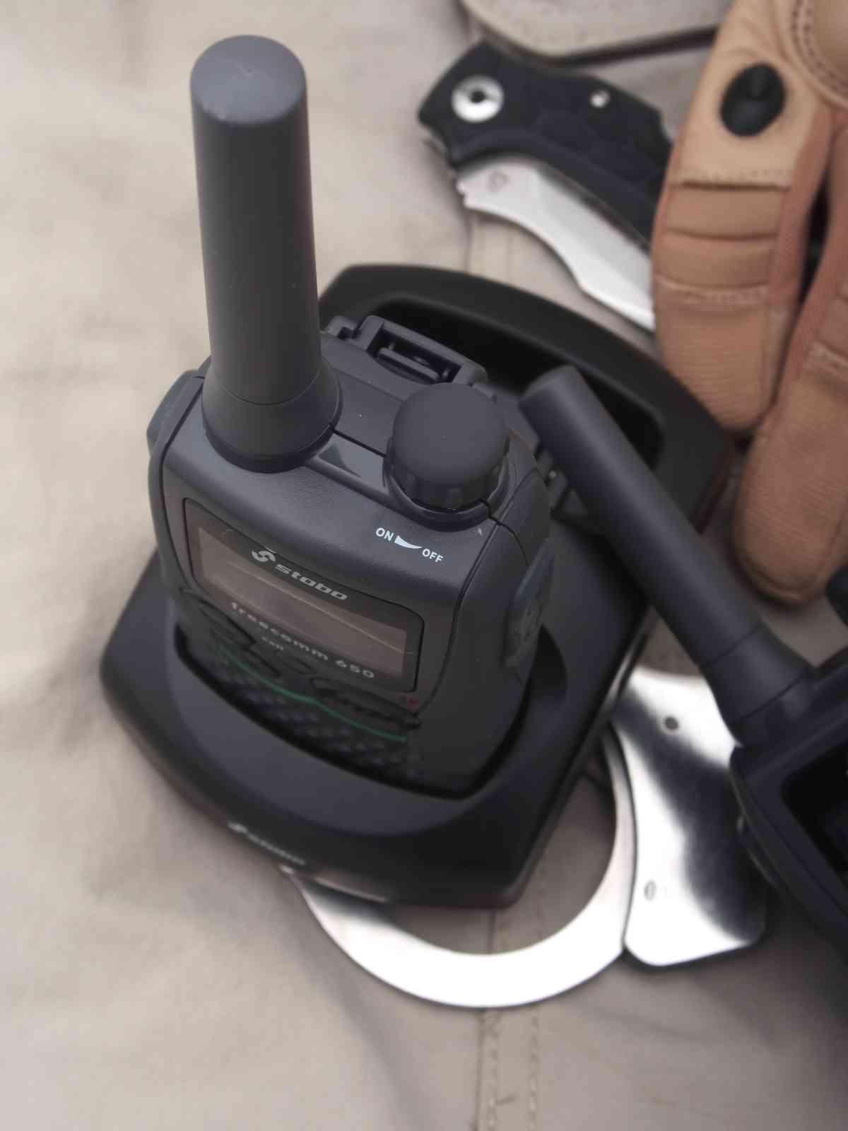 Stabo Freecomm 650 - Antenne und Lautstärkeregler