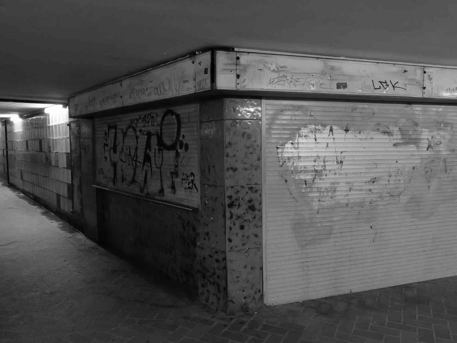 Im Untergrund - Wir verkaufen nix