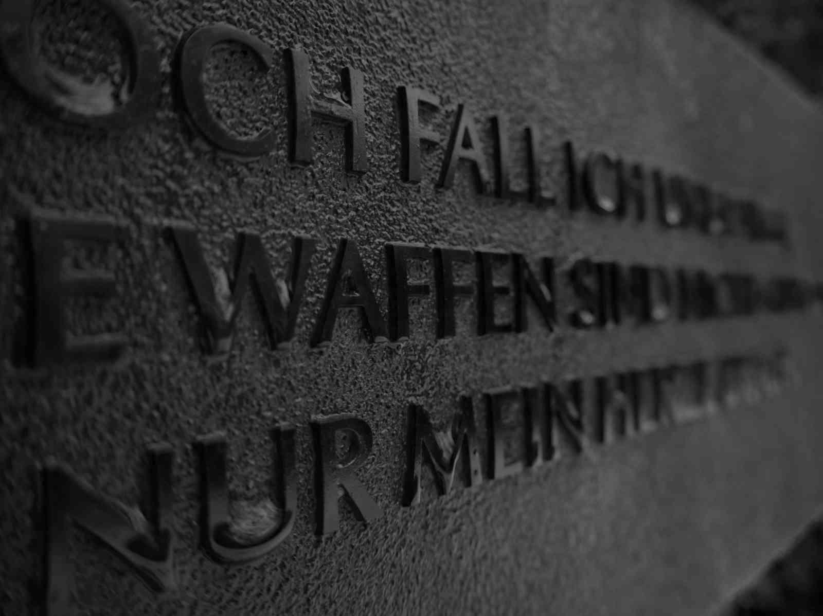 Ehrenfriedhof Königshöhe - Kleine Bronzetafel