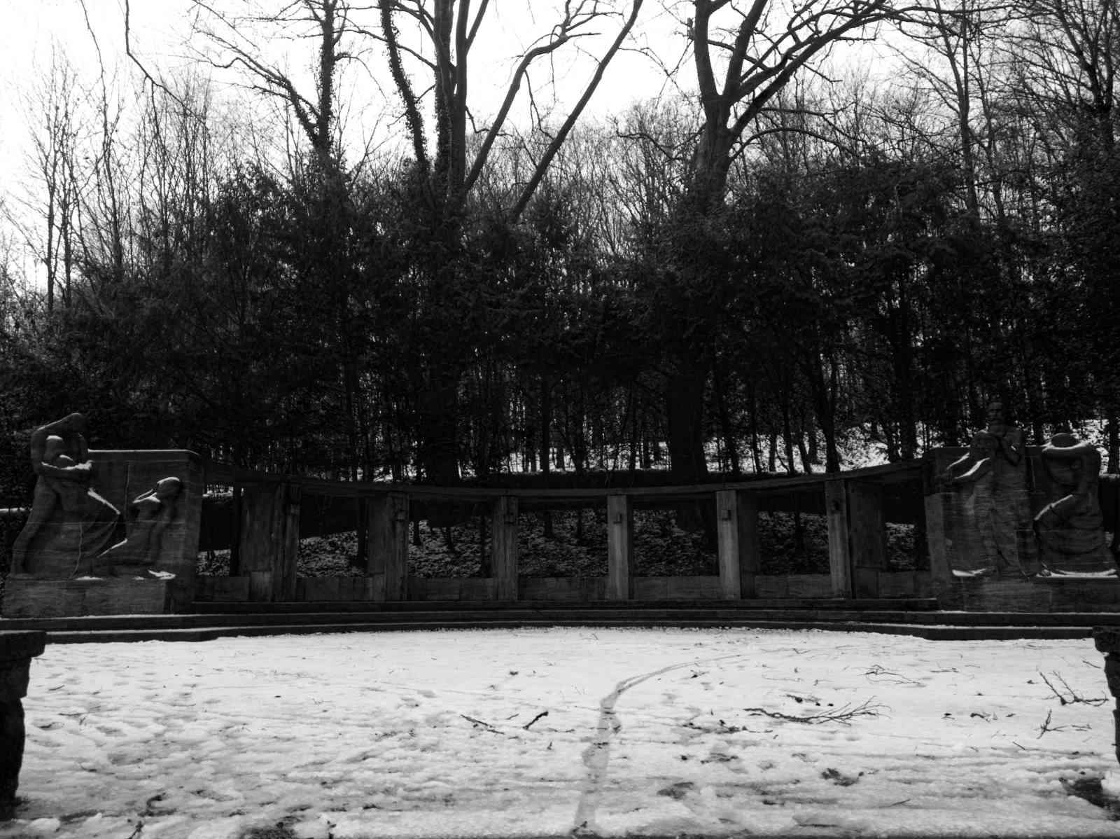 Ehrenfriedhof Königshöhe - Das Mahnmal