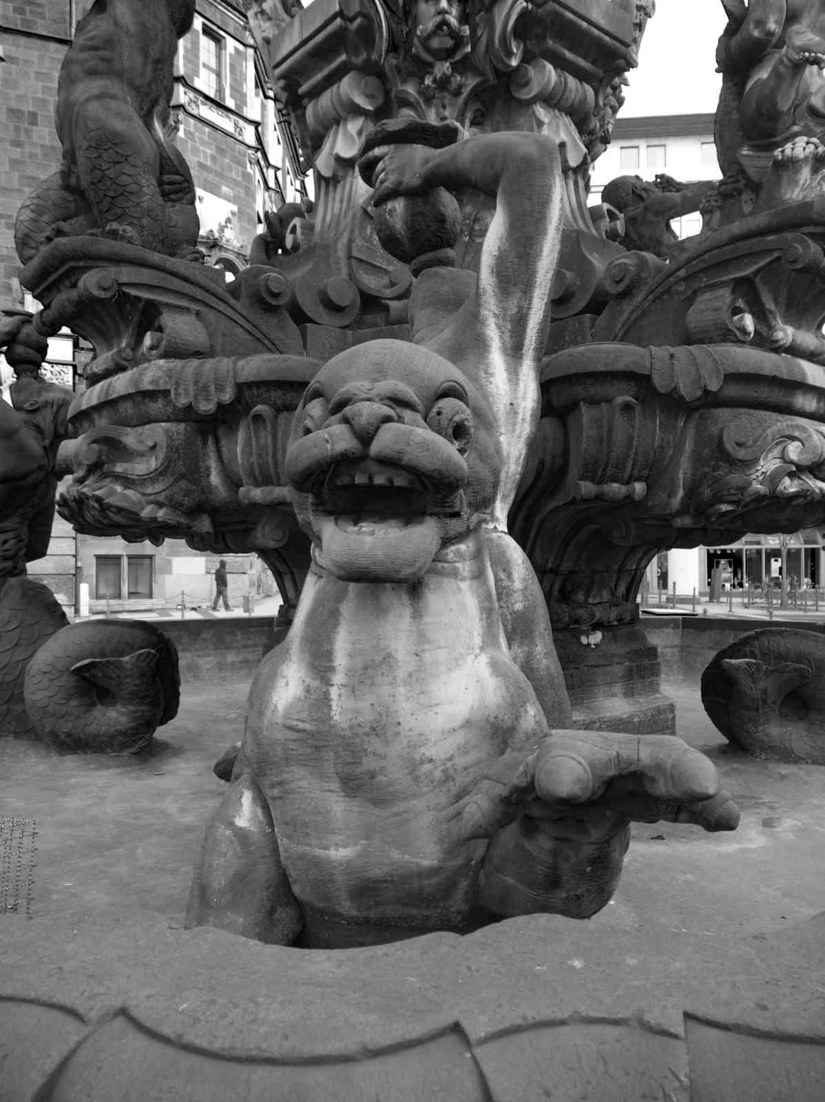 Neumarkt - Jubiläumsbrunnen Figuren 1