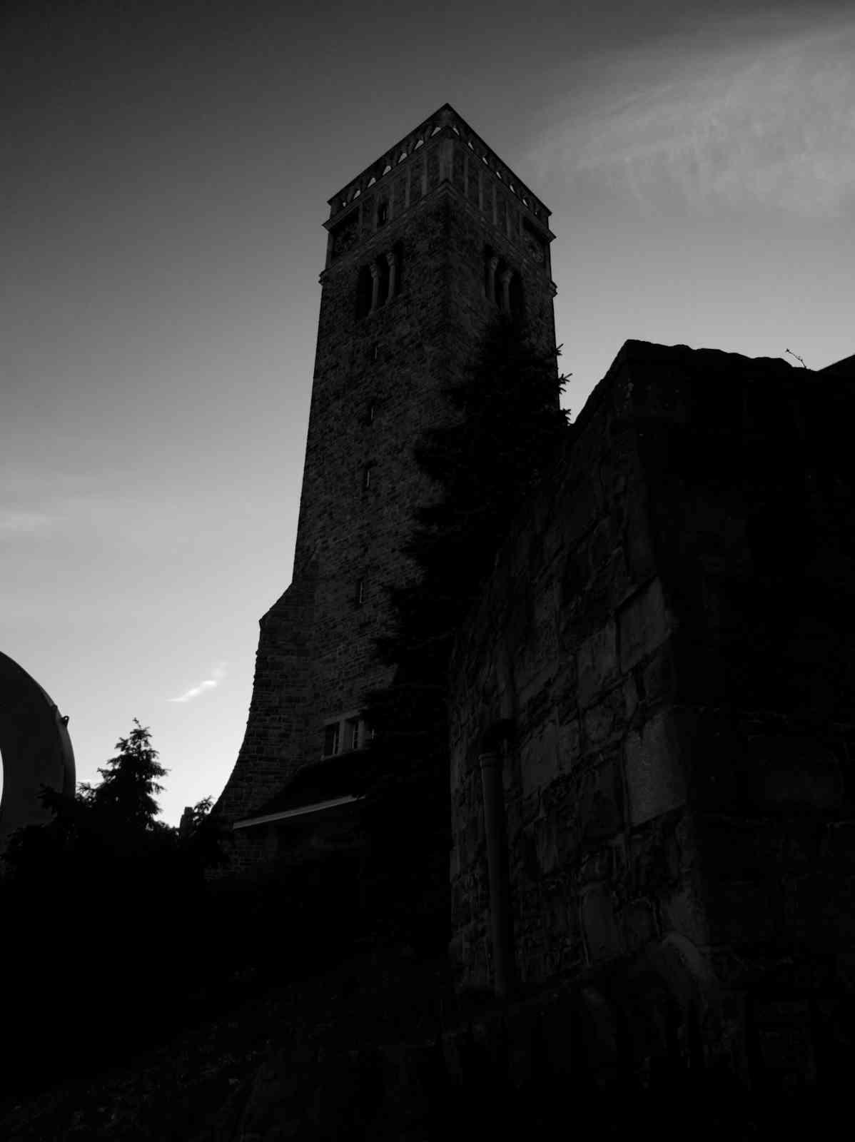 Sonnborner Kirche - Dunkles Gemäuer