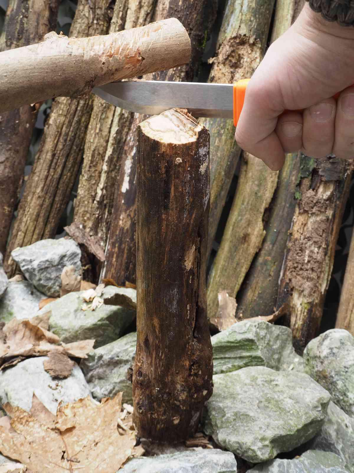 Mora Bushcraft Survival - Holzarbeiten 02
