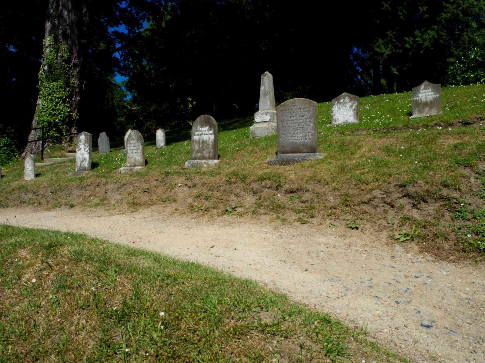 Powerscourt Gardens - Friedhof der Kuscheltiere