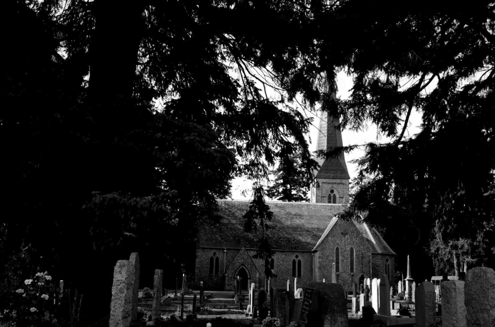 Friedhof Enniskerry 01, Rollei35 Ilford HP5 400