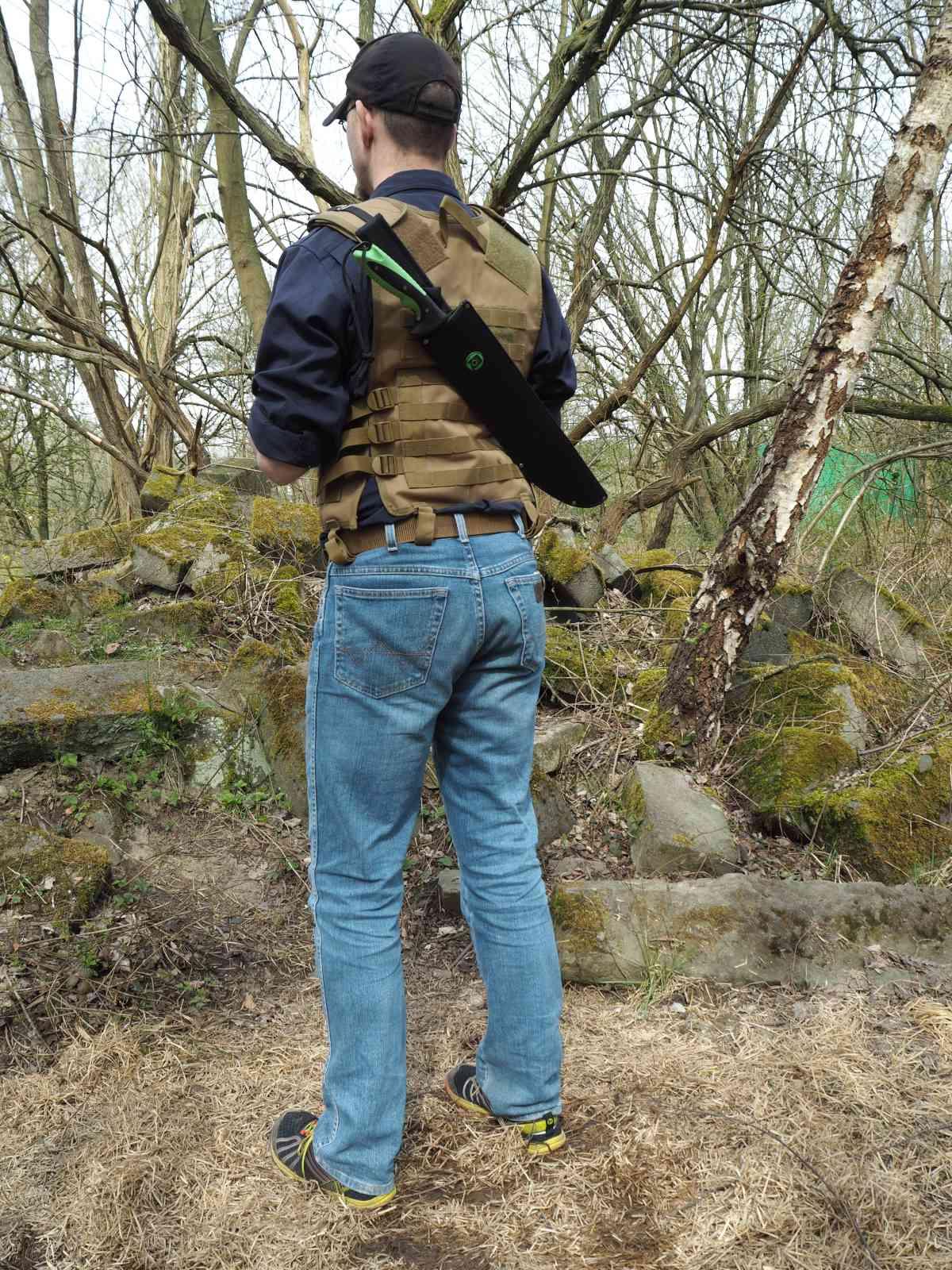 Haller Zombie Dead Machete - Auf dem Rücken