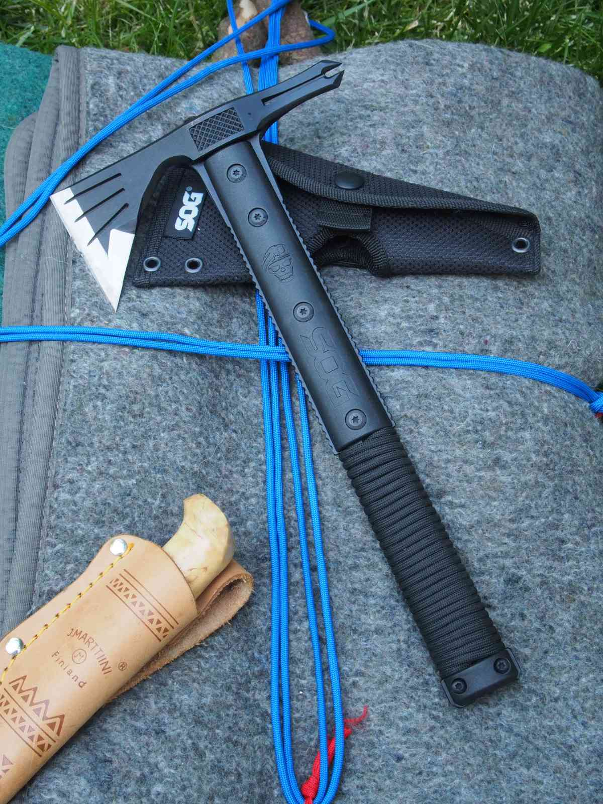 SOG Survival Hawk - Gute Outdoor-Kombi: Messer und Hawk
