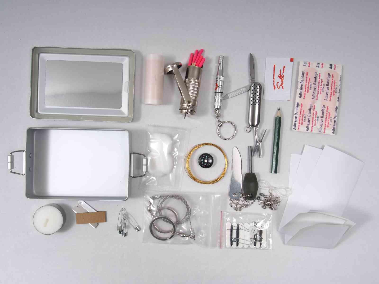 Mil-Tec Survival-Kit Alu-Box - Inhalt