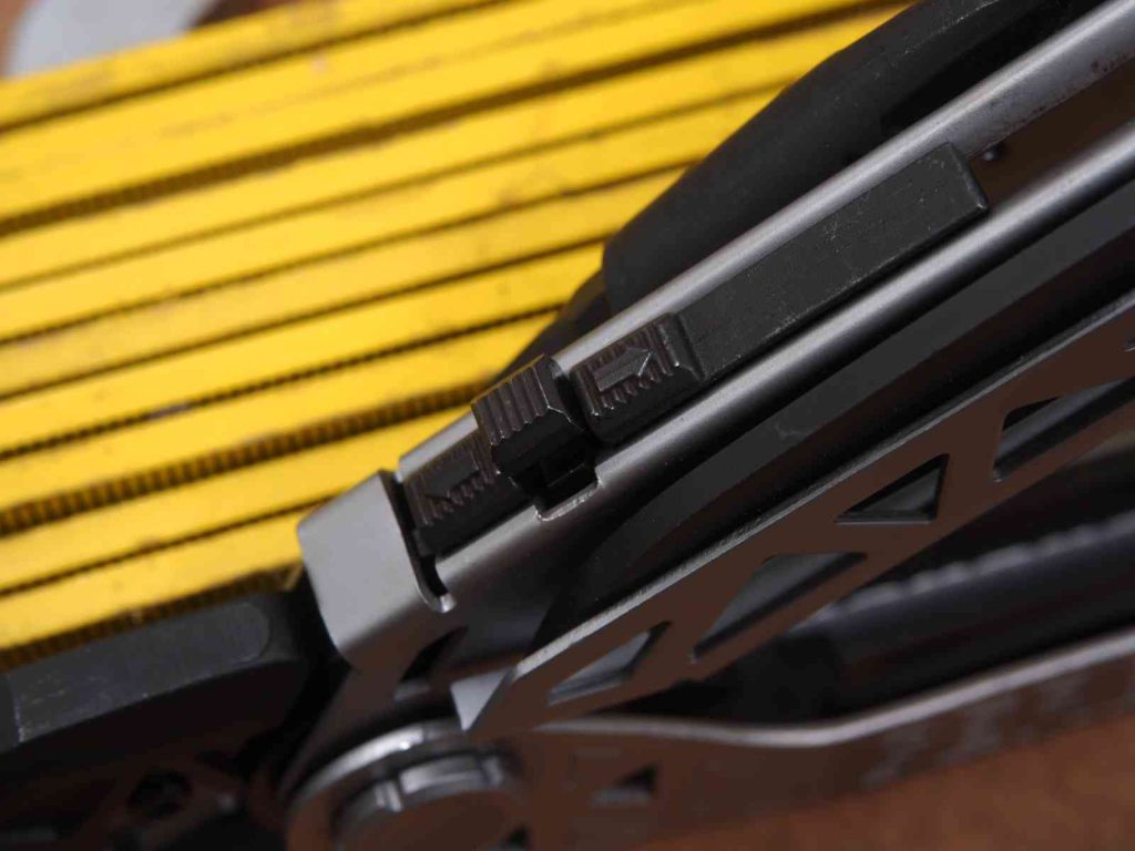 Gerber Center Drive - Schiebemechanismus der Zange im Detail