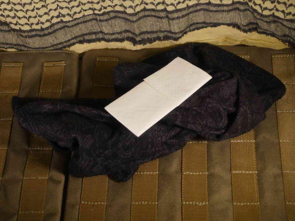 Buff und Taschentuch