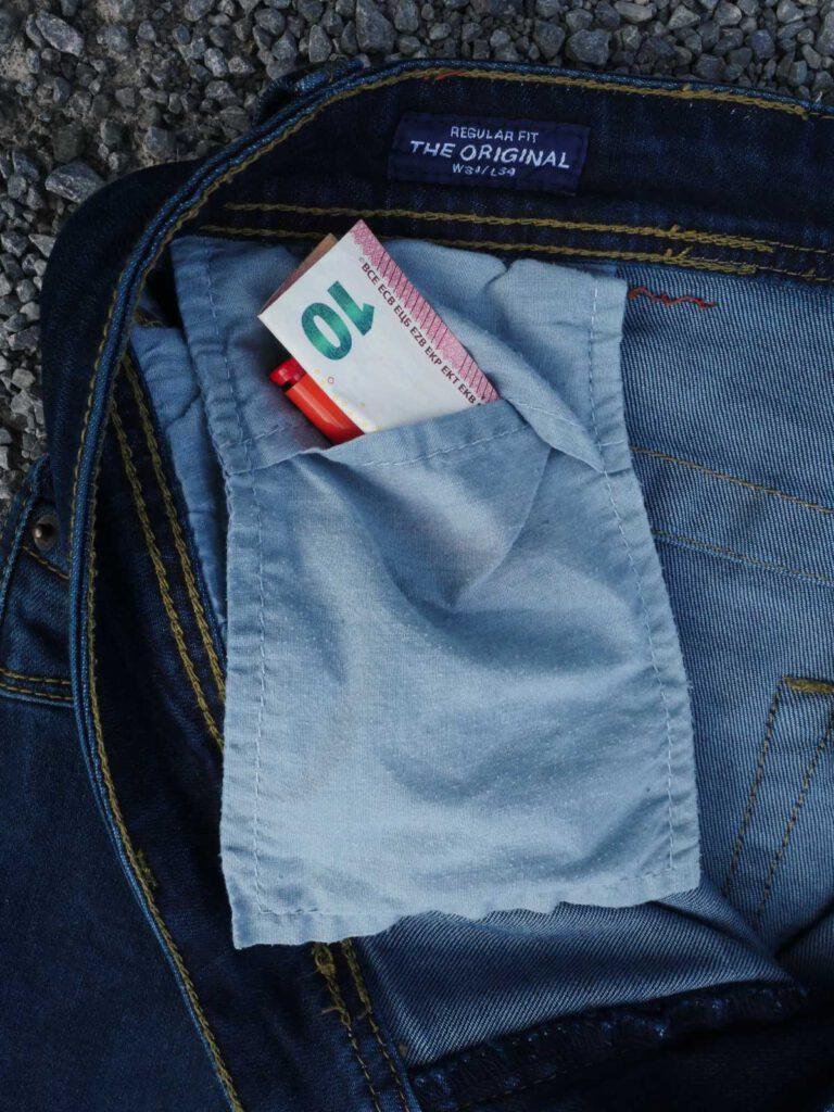 Versteckte Tasche für die Notfallausrüstung