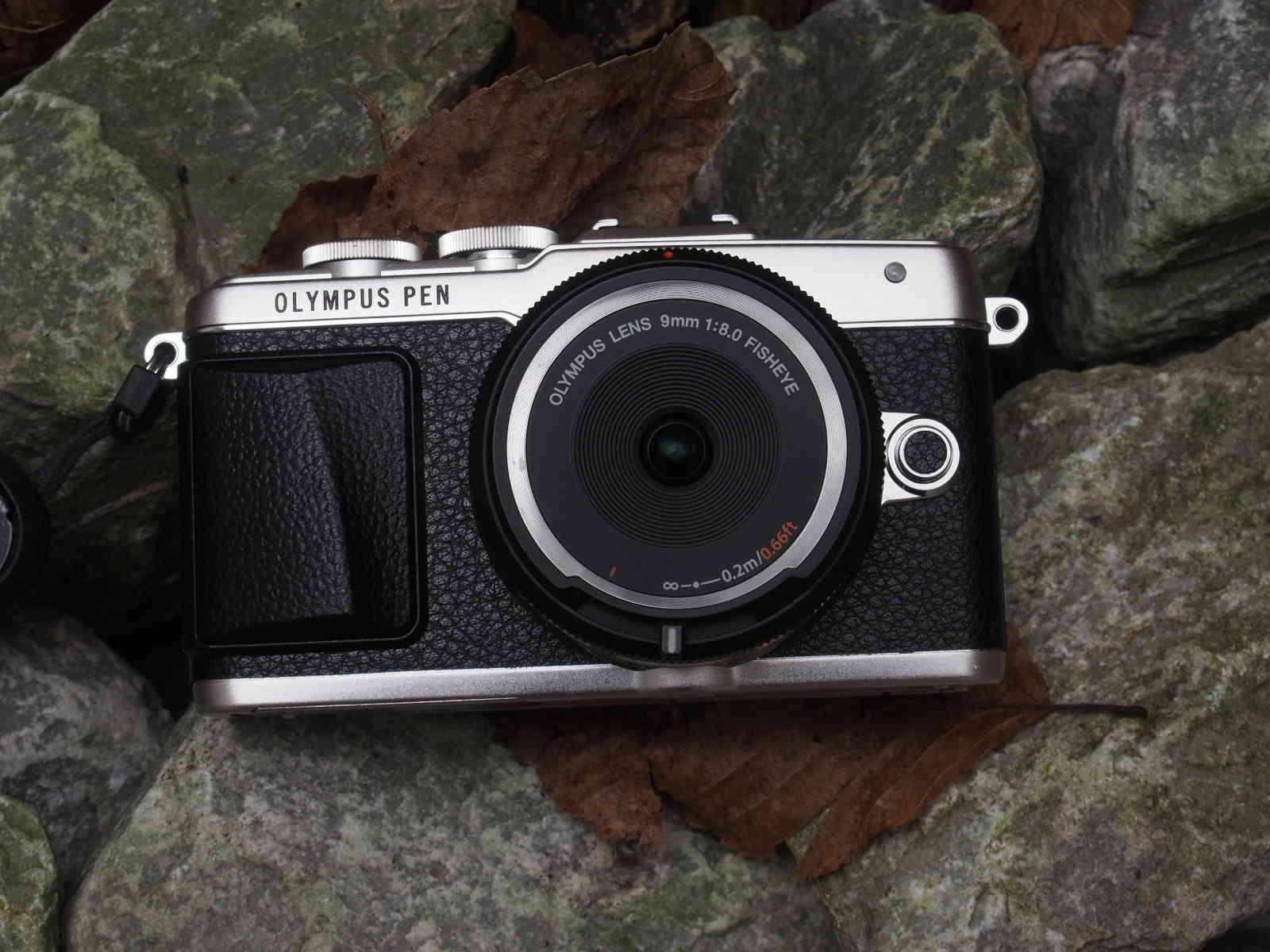 Olympus Body Lens Cap 9mm 1:8,0 an der Olympus PEN E-PL7