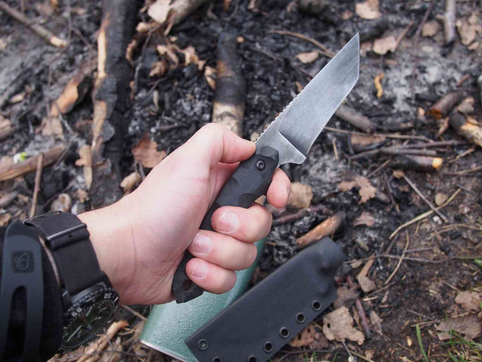 Krypteia Knives Griffin Tanto - Handlage