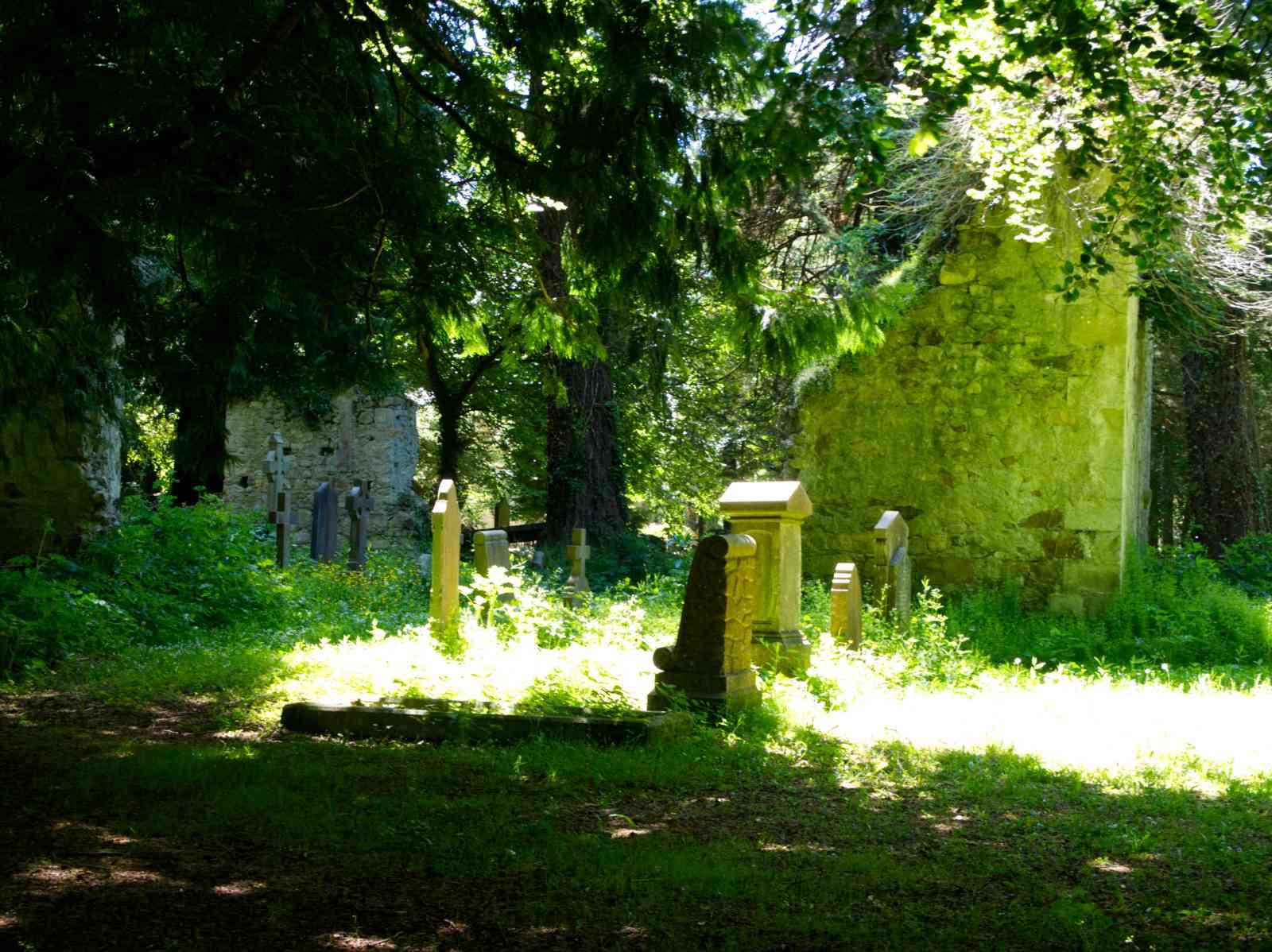 Powerscourt Gardens - Der versteckte Friedhof