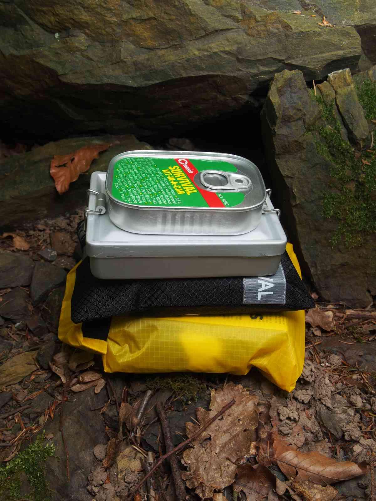 Coghlan's Survival-Kit - Kit-in-a-Can - Größenvergleich