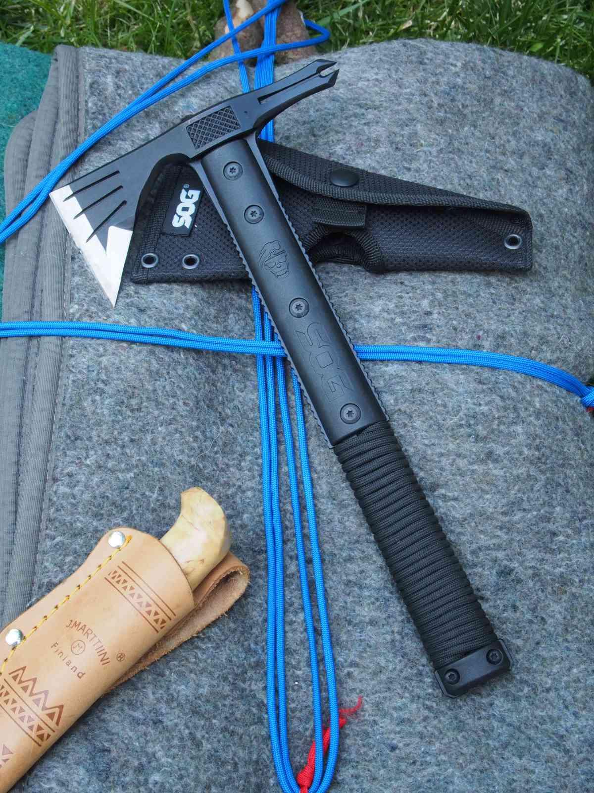SOG Survival Hawk - Gute Outdoor-Kombi: Messer und Hawk