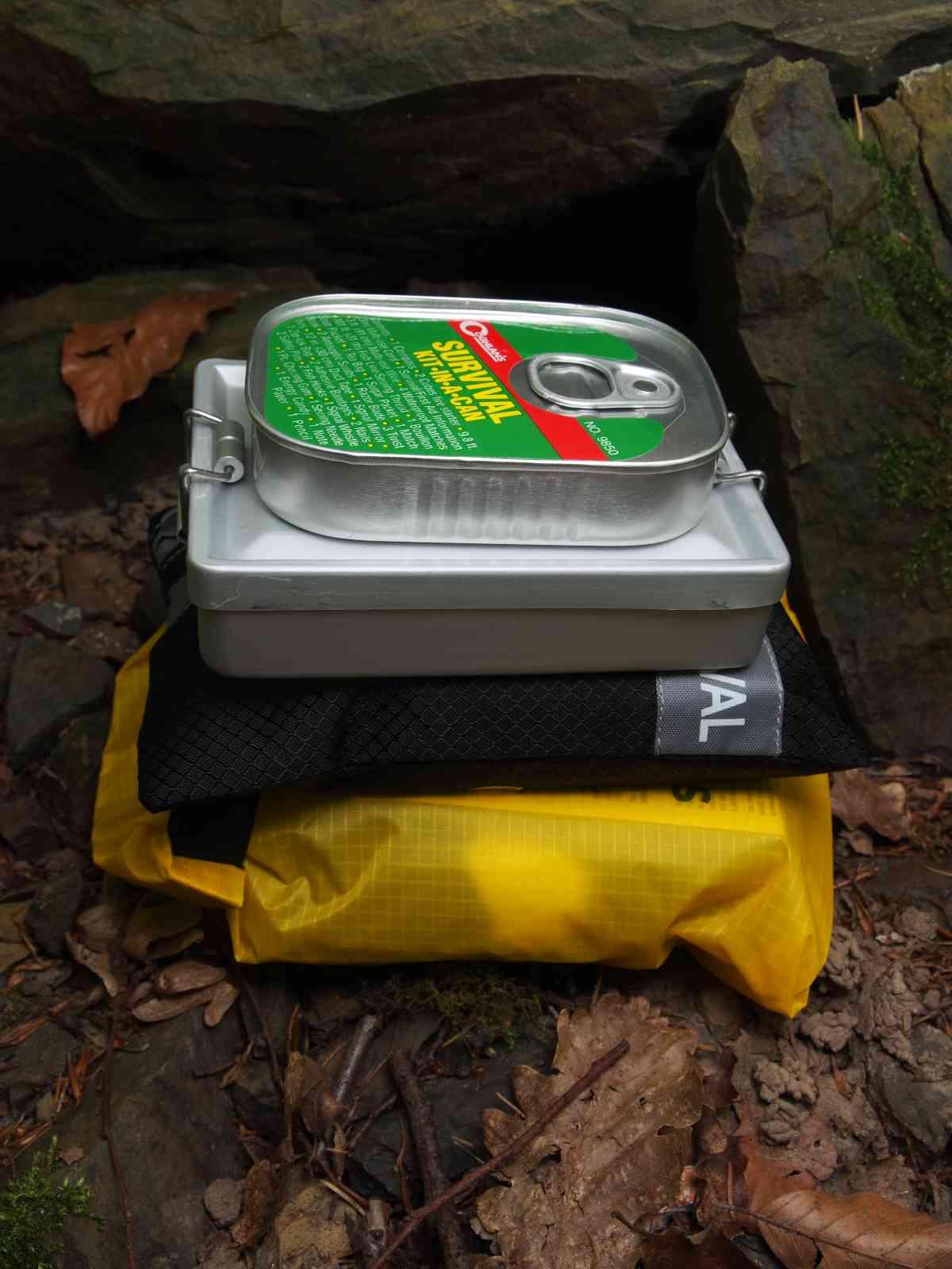 BCB Essential Survival Kit - Größenvergleich
