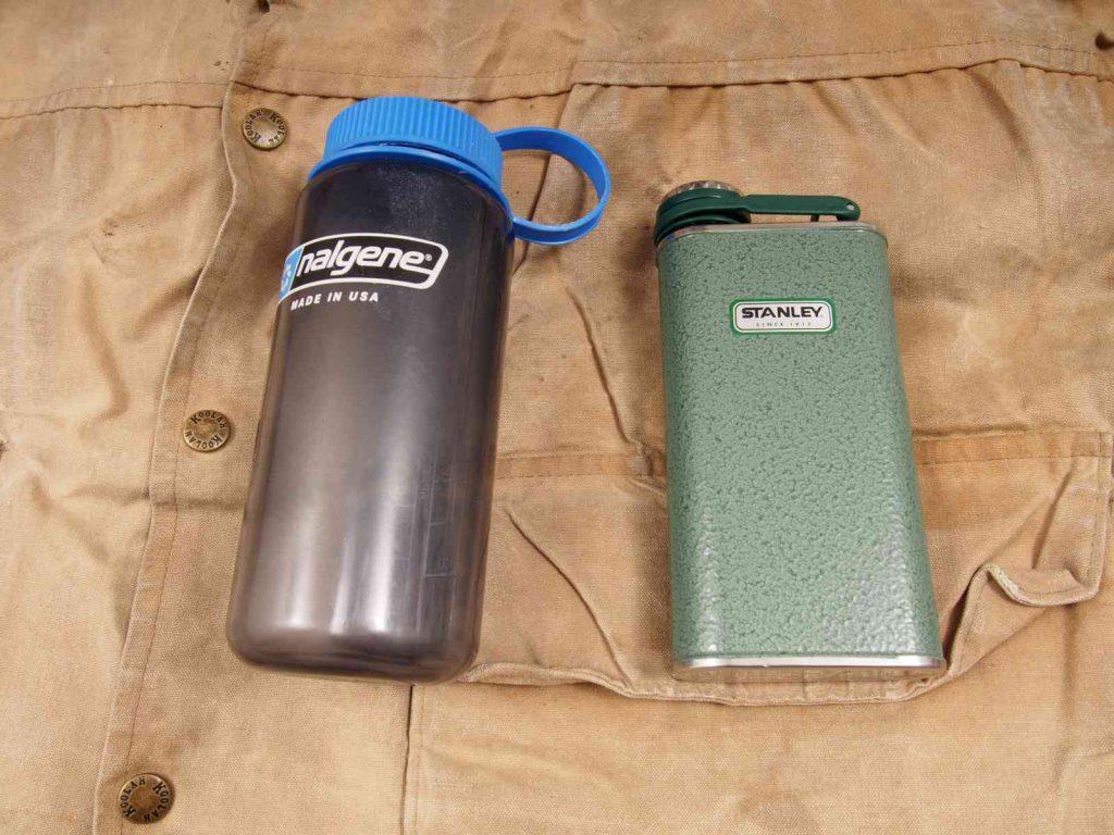 Stanley Classic Taschenflasche - Größenvergleich zu 1L-Nalgene