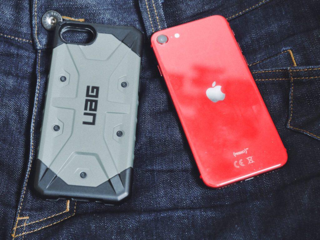 Apple iPhone SE 2 und Urban Armor Gear Case