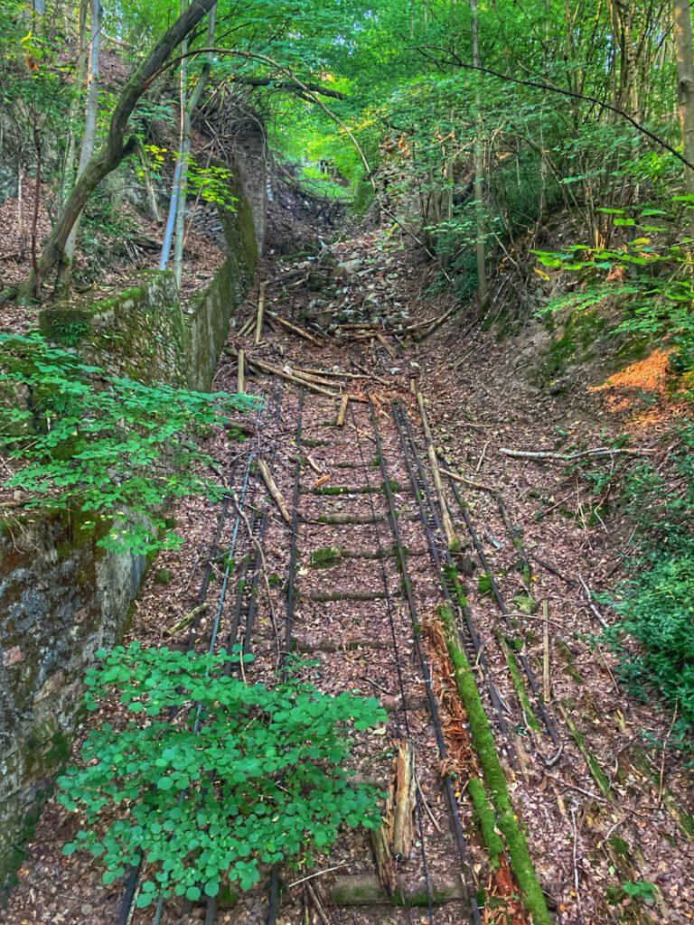 Verschüttetes Gleisbett der Malbergbahn