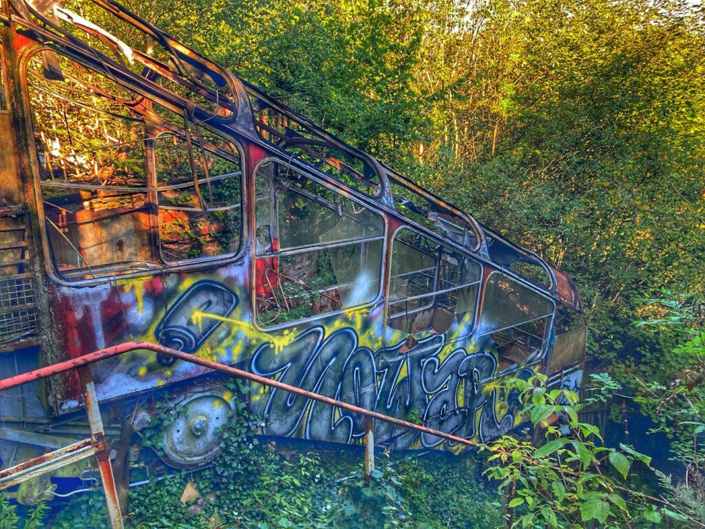 Verrotteter Wagen der Malbergbahn
